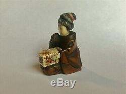 Antique Japanese Netsuke figurine carved Geisha, rare 19. C. No signature
