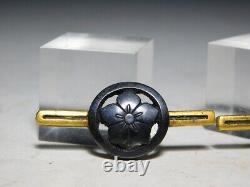 RARE KAMON Crest in Openwork MENUKI Japan Original Edo Sword Tsuba Antique